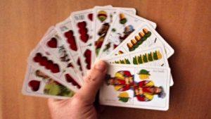 Ötlapos lapos piros ulti, két makk, két zöld, egy tök színű lapokkal